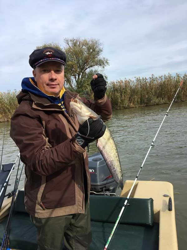 Астраханская осенняя рыбалка не пройдет без трофея